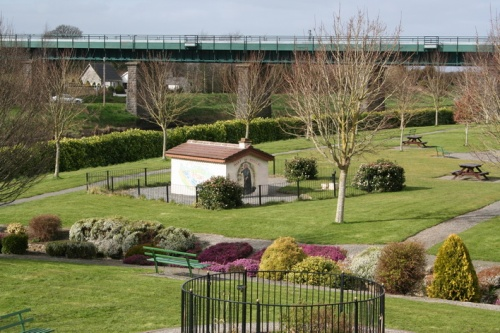 The park seen from the aqueduct, with the railway bridge in the background