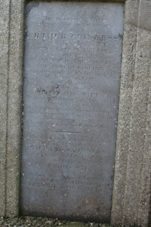 The full inscription on the family vault