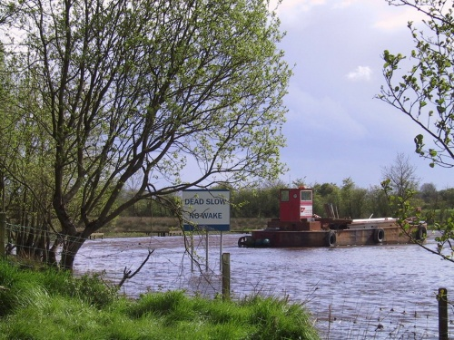 Aghinver working barge 2005 (copyright Tina of Wasserrausch)