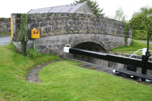 Middle gate beam. Note the curved stone path: such provision is not common at Irish locks