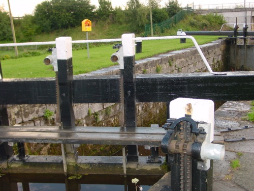 Shrouded spindles on both gate-racks and land-rack at Lock 28
