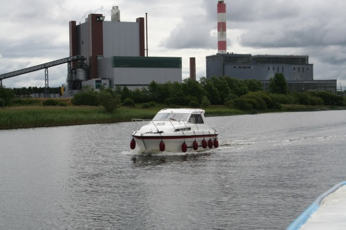 A cruiser passes the power station (2008)