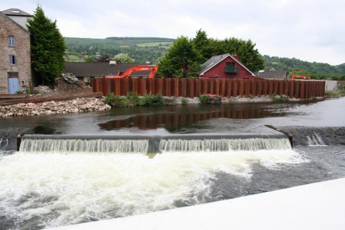 Looking over the wall: the weir as it is now (2009)