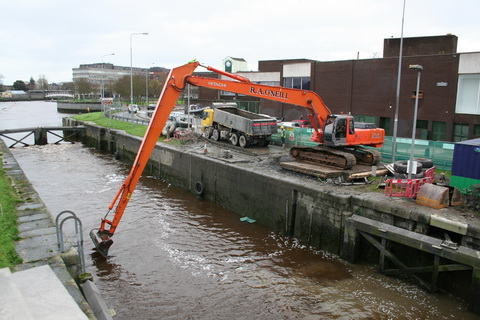 Dredging the sea lock chamber 3