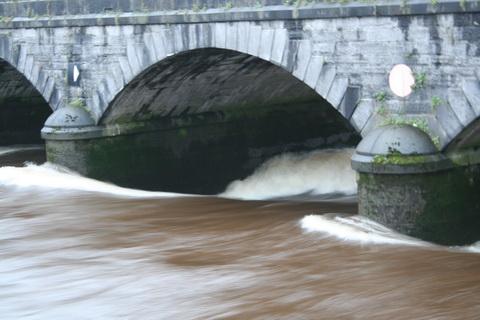 Navigation arch at Mathew Bridge 20091122_resize