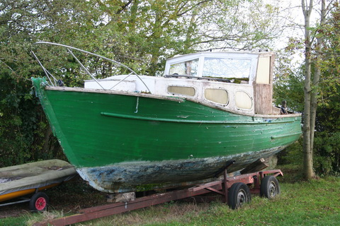 Unidentified wooden boat at Killinure 2 01_resize