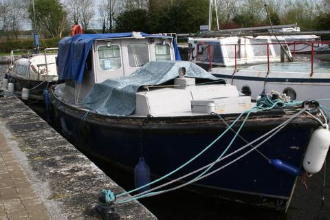 Unidentified wooden cruiser Richmond Harbour April 2011 1_resize