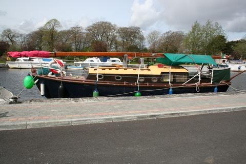 Unidentified wooden sailing boat Richmond Harbour April 2011 2_resize