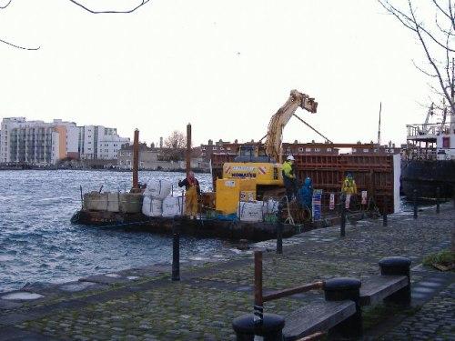 dumb barge (Paul Quinn)