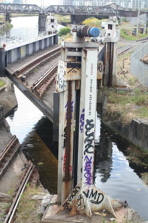 The bridge up 16_resize